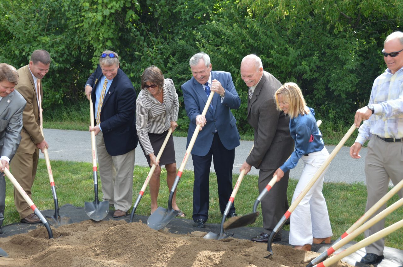 Mayor Henry and FWT board members with shovels at the Pufferbelly Groundbreaking
